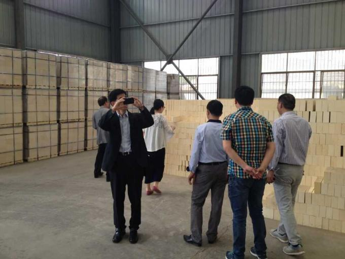 Bonded Magnesia Bricks Customized Size For Chemical Industry Furnaces
